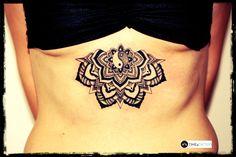 tatuaż mandala pod piersiami - wykonanie TIME4TATTOO www.time4tattoo.pl #mandalatattoo #womeninspirationtattoo #underthebreasttattoo #tatuazmandala #mandalapodpiersiami #tatuazpodpiersiami #b&gtattoo #time4tattoo
