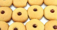 İrmik ile kıvam alıp kıtırlaşan, şerbetli tatlılardan bayram lezzeti şekerpare tarifini hazırlamanız ve sevdiklerinize ikram etmeniz artık çok kolay.