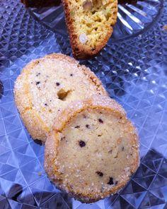 Diamonds cookies with coffee and cardamom