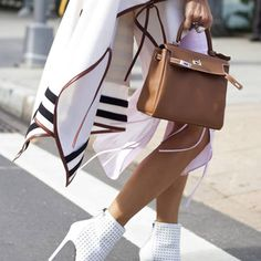 Love this handbag and these shoes!