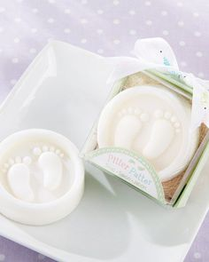 These fresh scented soaps featuring tiny foot prints are sure to be a big hit at your baby shower. Each soap comes in a clear-topped gift box, and printed ribbon. Perfect for any baby shower theme!
