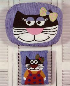 377/RETIRADO DA NET   Flickr – Compartilhamento de fotos! Cat Cushion, Use E Abuse, Alley Cat, Cat Quilt, All About Cats, Primitive Crafts, Cat Pattern, Mug Rugs, Baby Quilts