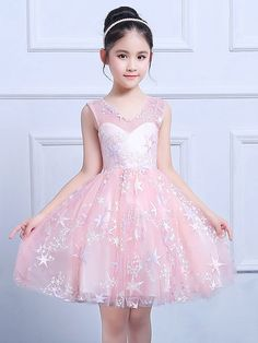 Embroidery Sashes Lace Mesh Round Collar Sleeveless Princess Dress Source by Stylish Dresses, Nice Dresses, Fashion Dresses, Girls Dresses, Flower Girl Dresses, Dresses Dresses, Fashion Kids, Girl Fashion, Cute Little Girl Dresses