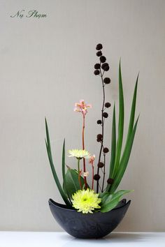 Best 12 Ikebana Japanese Flower Arrangement – Page 532409987197753830 – SkillOfKing. Contemporary Flower Arrangements, Creative Flower Arrangements, Tropical Floral Arrangements, Modern Flower Arrangements, Flower Arrangement Designs, Ikebana Flower Arrangement, Ikebana Arrangements, Flower Centerpieces, Deco Floral