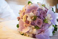 Buquê de noiva em tons de lilás - Foto Kiwi Studio