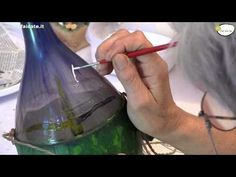 Come dipingere sul vetro con colori acrilici. Bottiglia dipinta. Idea regalo di Natale - YouTube