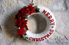 Wrap white yarn around a straw wreath then felt flowers and letters. Jingle bells are the perfect finish. Felt Christmas, Simple Christmas, Christmas Holidays, Christmas Ornaments, Wreath Crafts, Diy Wreath, Holiday Crafts, Easy Christmas Decorations, Xmas Wreaths