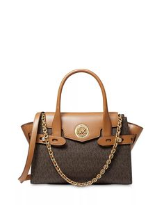 Designed in a classic trapeze shape, the Large Michael Kors Carmen Satchel is equal parts refined and practical, with a distinct MK logo charm. Lv Handbags, Fashion Handbags, Fashion Bags, Designer Handbags, Fashion Outfits, Fashion Trends, Michael Kors Luggage, Handbags Michael Kors, Carteras Michael Kors