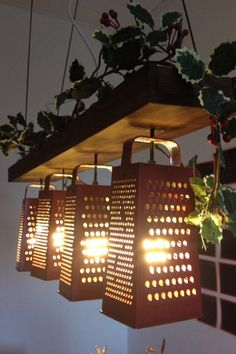 14 kreative Ideen für selbstgemachte Lampenschirme Making furniture and decoration for his home is becoming more and more of a trend. We have compiled 14 ideas for stylish lampshades for you. Deco Luminaire, Old Kitchen, Kitchen Sink, Kitchen Lamps, Kitchen Island, Kitchen Country, Vintage Kitchen, Kitchen Craft, Kitchen Cabinets