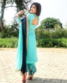 Salwar Suit Neck Designs, Neck Designs For Suits, Salwar Designs, Dress Neck Designs, Kurti Designs Party Wear, Blouse Designs, Indian Designer Suits, Designer Salwar Suits, Kaur B Suits