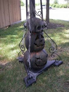 PUMPKINROT.COM: What's Brewing: Haunted Cemetery - this entire site is FULL of the most creative halloween decorations!