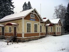 Sydänmaa railway station, Alavus, Finland. Scandinavian Countries, House Landscape, Beautiful Buildings, All Over The World, Old Houses, Finland, Leaves, Ice, Cabin