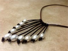 Leather and Pearl Necklace NahmFon g28g36g55 by AdiDesigns, $35.00 Leather Pearl Necklace, Leather Jewelry, Pearl Jewelry, Beaded Jewelry, Acqua Dolce, Macrame Necklace, Diy Necklace, Armband, 9 Mm