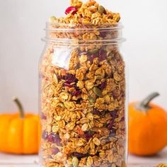 In this recipe you will find all the flavors of fall together in one bowl of perfectly crunchy and sweet, pumpkin flavored granola. The spices of fall bake Pumpkin Granola, Pumpkin Spice, Baked Pumpkin, Fall Breakfast, Breakfast Recipes, Breakfast Ideas, Brunch Ideas, Breakfast Time, Muesli