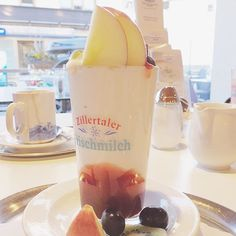War klar dass dieses Foto kommt oder? Happy sunday y'all! •••••••••••••••••••••••••••••••••••••••••••••••••••••• #happy #sunday #4moreholiday #zillertal #tirol #österreich #holiday #familytime #yoghurt #fruits #sennerei #milk #foodporn