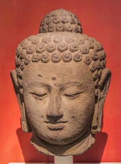 Buddha, 9th C., Art Institute of Chicago Photo by Mike Keenan, Read articles at: http://www.whattravelwriterssay.com