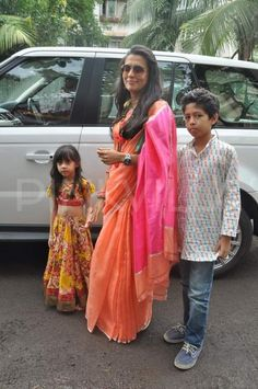 Karisma Kapoor, Suraj Pancholi at Salman's Ganpati Indian Attire, Indian Wear, Indian Style, Suraj Pancholi, Lehenga For Girls, Karisma Kapoor, Simple Sarees, Little Girl Outfits, Pakistani Outfits