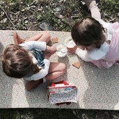 Goûter entre copine  Merienda entre amigas  #lescornesdejuju #homedecoration #homedecor #deco #rack #perchero #portemanteau #fb #animalfriendly #legouter #picnic #nature #friends #familylife #camper #weekend
