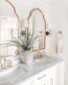 farmhouse home accents modern home decor Boho Bathroom Decor Ideas Gold Accents Boho Bathroom, Small Bathroom, Master Bathroom, Bathroom Ideas, Mirror Bathroom, Marble Bathrooms, Bathroom Cabinets, Bathroom Furniture, 1950s Bathroom