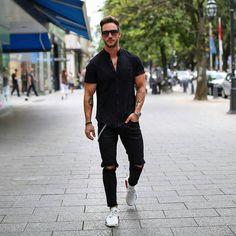 Style of the Day! All black everything!! Daniel (Magic) Fox #allblack #model #urban #style #fashion #street #menswear #men #male #inspiration #germany #tattoo #rippedjeans #watch #hair  Pinterest : Junior D-Martin
