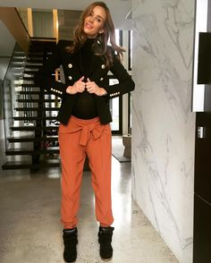 Rebecca Judd.. Country Road pants.. #stylethebump #chicbump #twinbump