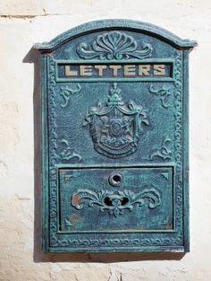 Vieille boite aux lettres pour livre d'or original