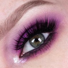 We're obsessed with @jkissamakeup's pretty peepers in #sugarpill Poison Plum eyeshadow!