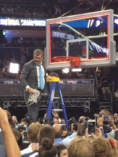 Werner at the #Final4: Coach Geno Auriemma on the ladder to finish the net cutting! Congrats to the UCONN Huskies!