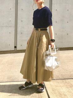 半袖ニット×チノスカート★ カジュアル配色♪ PVCバッグお気に入りです(o^^o) 大きいシルバー