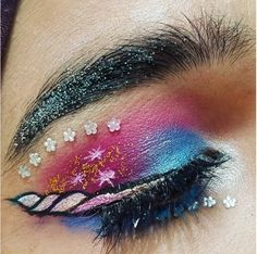 Unicorn Eyeliner Is Here To Make Sure The Unicorn Trend Never Dies