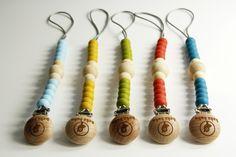 ZAWIESZKI DO SMOCZKA RICO są bezpieczne, wykonane z miękkiego silikonu spożywczego i antyseptycznego drewna. Można je przypiąć do ubrania, kocyka, wózka czy pasa samochodowego dzięki czemu smoczek zawsze będzie blisko twojego dziecka. Mogą również służyć jako zawieszki do gryzaka lub ulubionej zabawki. Kolory idealne zarówno dla chłopca jak i dla dziewczynki. Zaprojektowane i wykonane w Polsce. Washer Necklace, Jewelry, Jewlery, Jewerly, Schmuck, Jewels, Jewelery, Fine Jewelry, Jewel