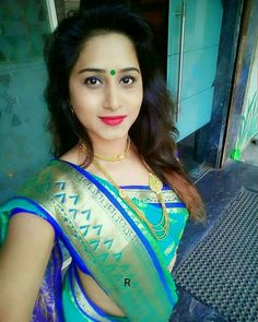 Beautiful Saree, Beautiful Women, Marathi Saree, Beautiful Housewife, Nauvari Saree, Thai Dress, Pure Silk Sarees, Saree Collection, India Beauty