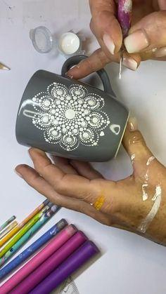 Glass Painting Designs, Pottery Painting Designs, Dot Art Painting, Mandala Painting, Ceramic Painting, Stone Painting, Mandala Drawing, Mandala Dots, Mandala Design