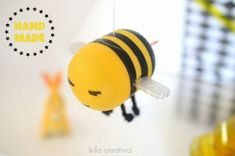 How to create a bee with recycled material. How to make a bee with recycled material Summer Crafts, Diy Crafts For Kids, Arts And Crafts, Bottle Cap Crafts, Egg Crafts, Camping Crafts, Infant Activities, Handmade Crafts, Diy School
