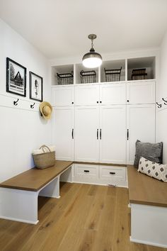 Small Mudroom Small Mudroom Layout Small Mudroom Cabinet Small #MudroomBench #SmallMudroom #SmallMudroomIdeas