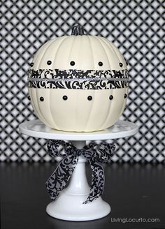 Easy Fall or Halloween Pumpkin Centerpiece Craft Idea Fall Pumpkin Crafts, Pumpkin Art, Pumpkin Carving, White Pumpkins, Fall Pumpkins, Halloween Pumpkins, Easy Halloween, Halloween Crafts, Halloween 2014