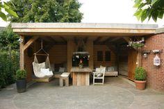 mooie veranda van Douglashout, kijk op www.Hetmooiebuitenleven.nl voor nog meer tuininspiratie!
