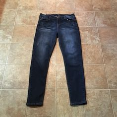 "Kensie skinny jeans Stretchy and slightly distressed look. Perfect condition. Size 31 which fits a 12. Regular length 29""inseam Kensie Jeans Skinny"