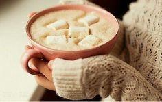 now thats my kinda mug!!! hot chocolate witn mini marshmallows *__*