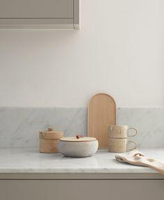 Nordisk rammekjøkken — Nordiska Kök Apartment Kitchen, Kitchen Interior, Kitchen Design, Kitchen Decor, Kitchen Styling, Nordic Kitchen, Building A Kitchen, Wooden Room, Large Kitchen Island