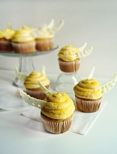 The Collegiate Baker: Butterbeer and Golden Snitch Cupcakes
