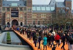 14-Apr-2013 18:49 - EERSTE GEWONE DAG VAN RIJKS TREKT 13.500 BEZOEKERS. Het Rijksmuseum verwelkomde vandaag, op de eerste reguliere dag sinds de heropening, 13.500 bezoekers. Dat liet het museum, dat gisteren werd heropend door de Koningin, aan het eind van de middag weten.