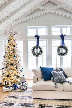 white christmas Holiday Housewalk - Lake house navy and white Christmas decor tour. Natural greens and garlands mixed with navy, greys and white. Coastal Christmas, Green Christmas, Outdoor Christmas, Christmas Colors, Christmas Home, Christmas Holidays, Christmas Mantles, Victorian Christmas, Beach Christmas Decor