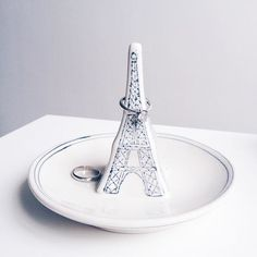 Love this Eiffel Tower ring dish! Jewelry Dish, Jewelry Box, Jewellery, Molly Hatch, Pottery Classes, I Love Paris, Paris Theme, Childrens Gifts, Incense Holder