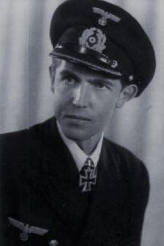 Oberleutnant zur See Johann Krieg (1919-1999), Chef Kleinkampfflottille 361, Ritterkreuz 08.07.1944