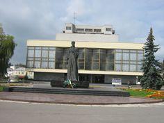 Памятник Лесі Українці навпроти драматичного театру.Луцьк
