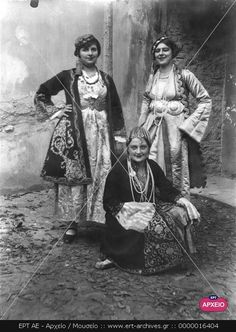 Empire Ottoman, Old Greek, Greek History, Photographs Of People, Montessori Activities, Historical Costume, Ancient Egypt, Textile Art, Fiber Art