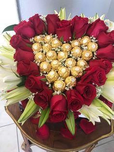 Your favorite candies 😘😘😘😘😘 Valentine Flower Arrangements, Rose Flower Arrangements, Valentines Flowers, Flower Garland Wedding, Wedding Flowers, Red Centerpieces, Diy Gifts For Girlfriend, Bouquet, Luxury Flowers