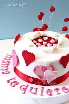 TartaFantasía: Tarta para Mamá con mucho Corazón Valentine Cake, Valentines, Happy Birthday Cakes, Sugar Rush, Valentine's Day Diy, Love Cake, Fondant Cakes, Cupcake Cookies, Amazing Cakes