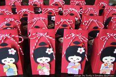 Scrapbooking kokeshi dolls   fun-ideas handmade: Quadro de maternidade 'Kokeshi doll'